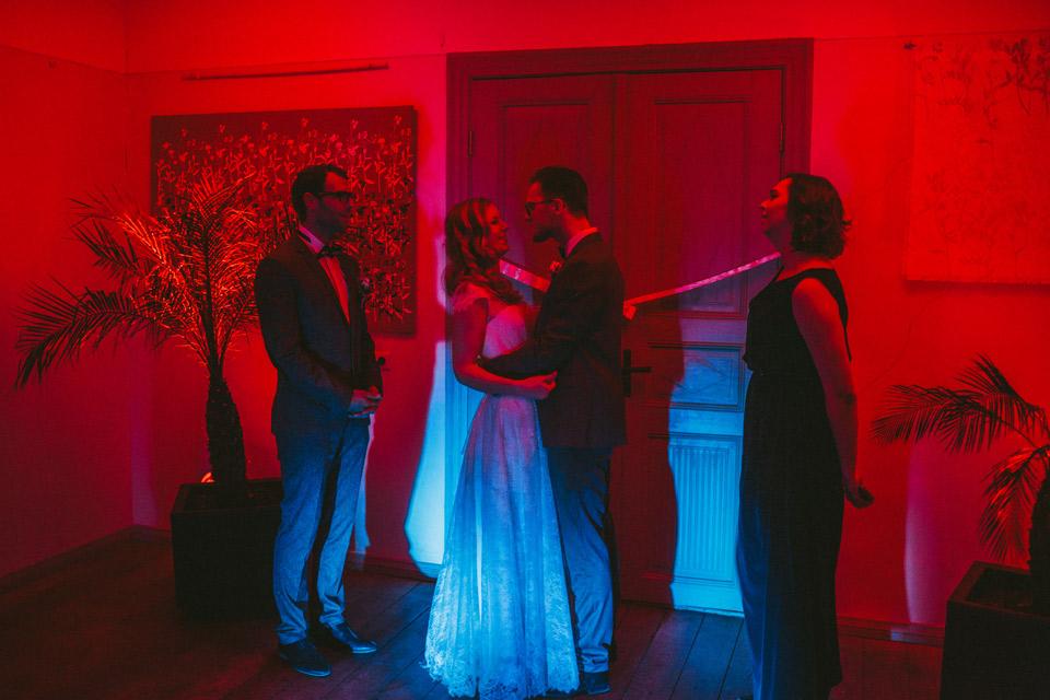 Dejas kāzās