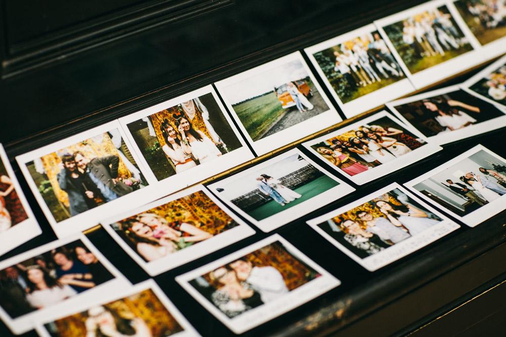 Foto siena Polaroid kāzās