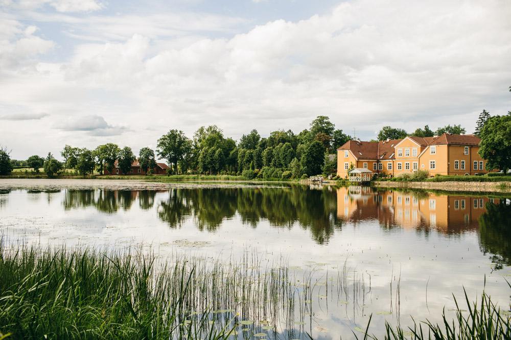 Kukšu manor house in Summer