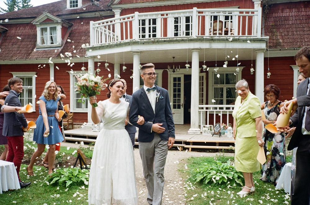 Brīvdabas kāzu ceremonija