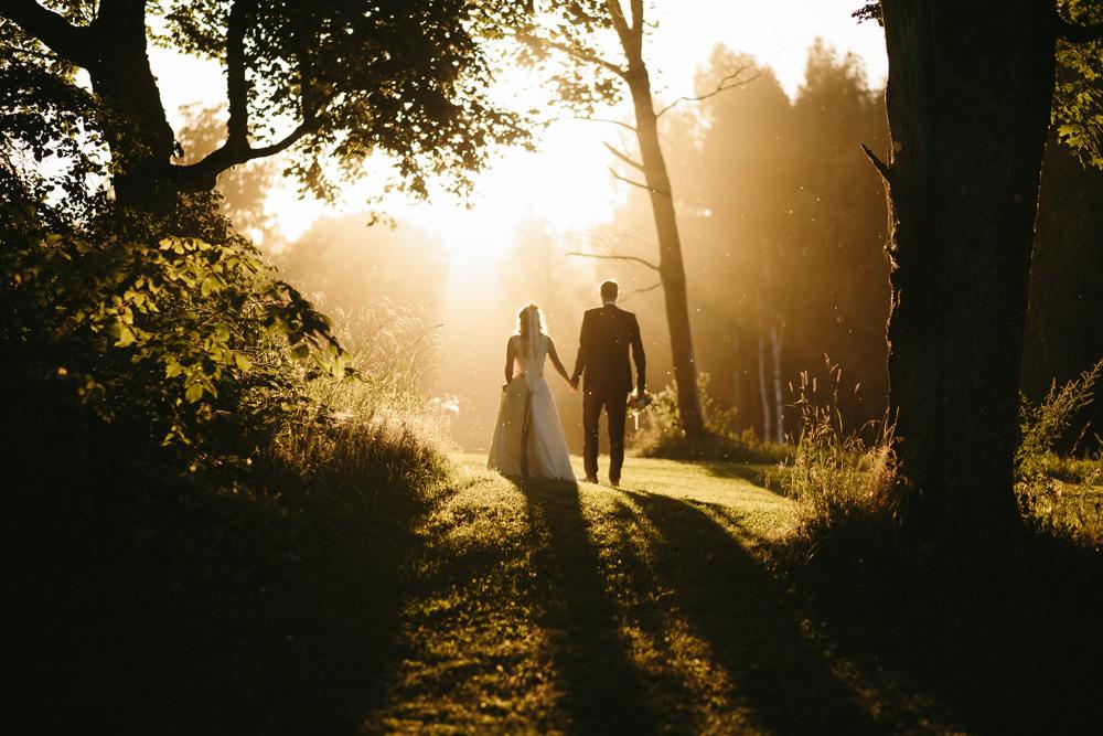 Labākais laiks lieliskām kāzu fotogrāfijām