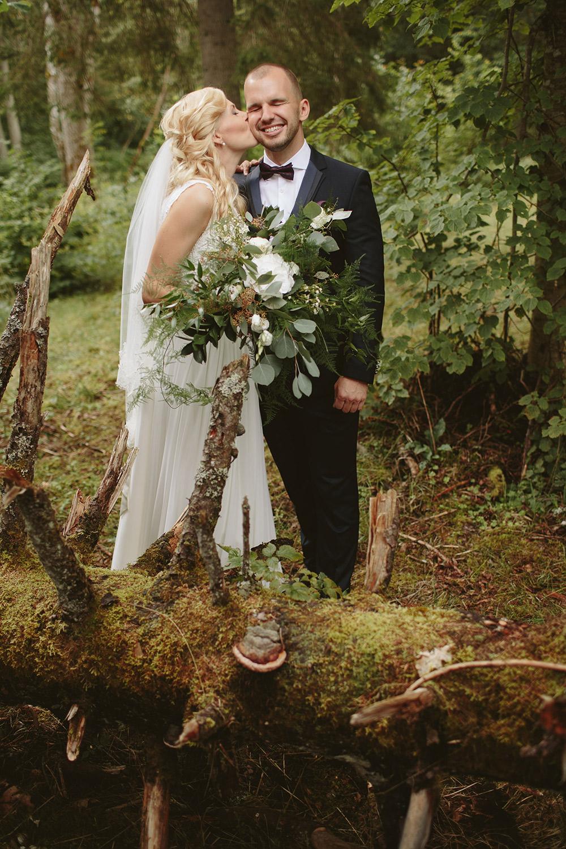 7-stockholm-forest-wedding