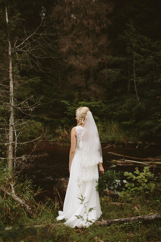 8-forest-wedding-bride-Latvia