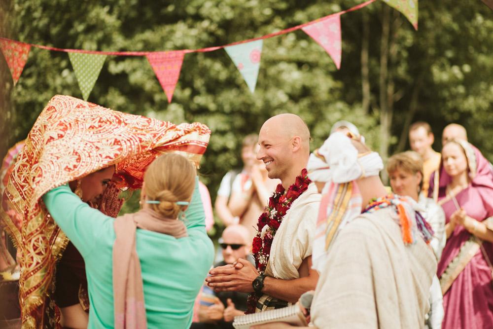 016-Hinduistu-kazu-ceremonija-holdme.lv