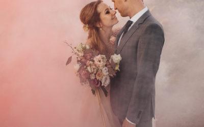 Kāzas rozā mākonī