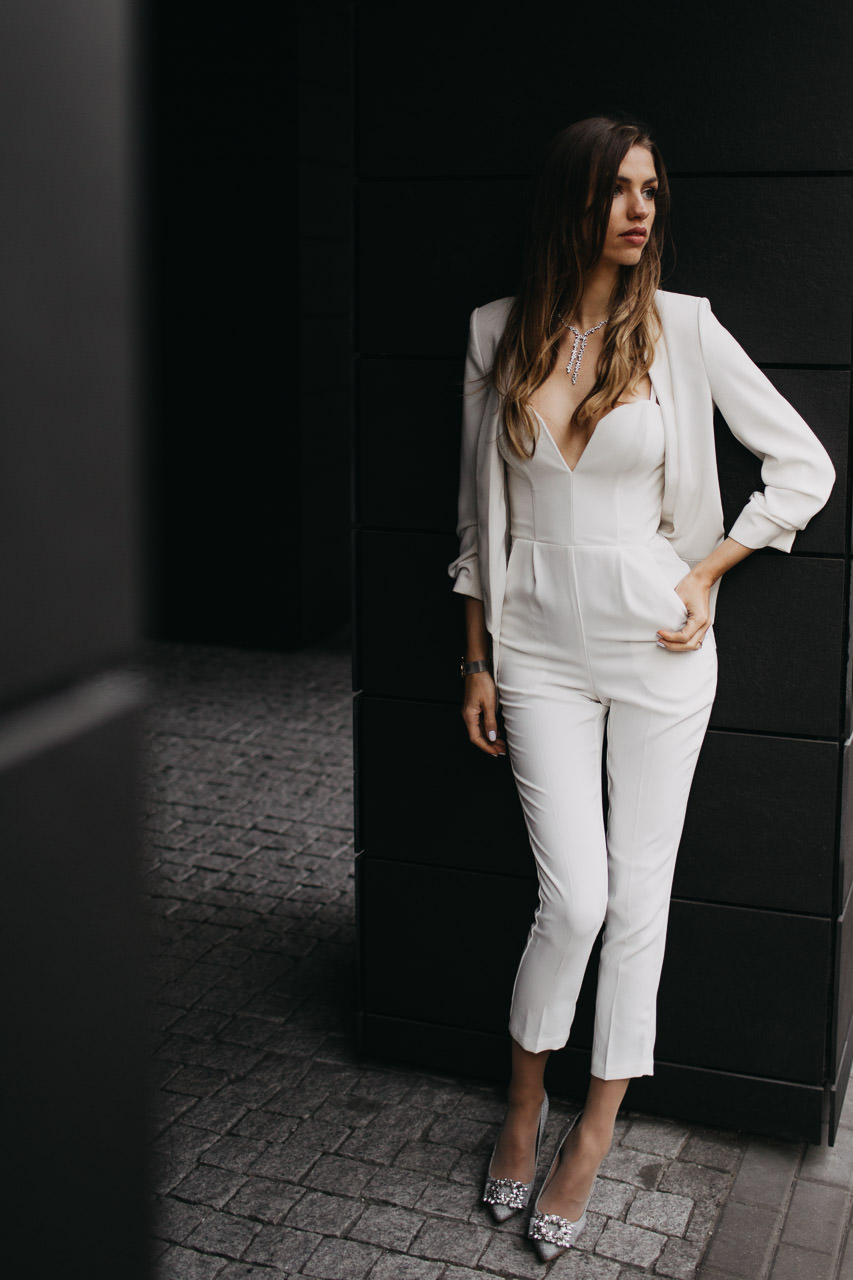 Modernas līgavas kleita