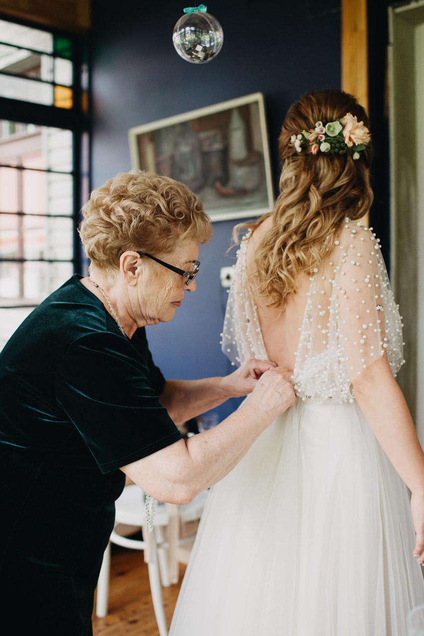 Līgavas ģērbšanās