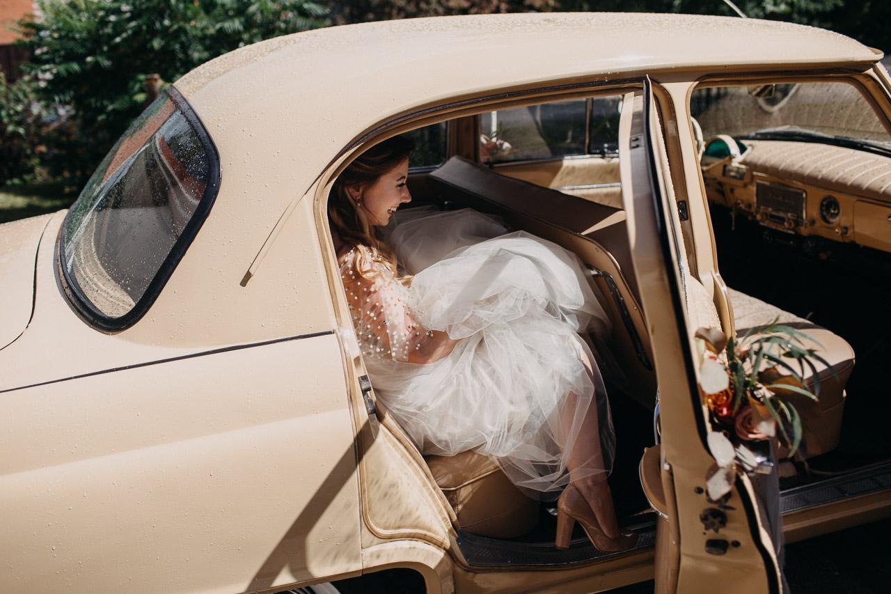 auto kāzās