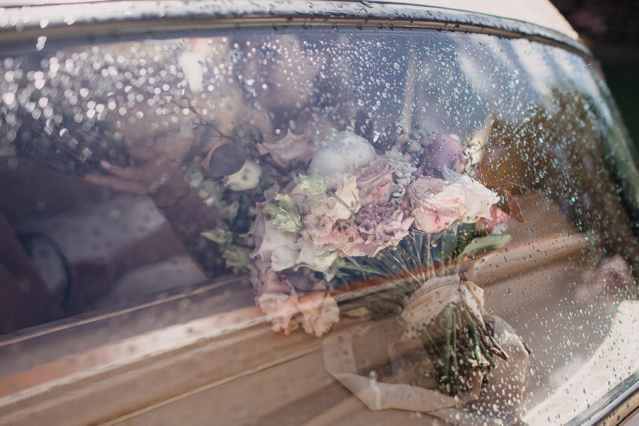 Puķes kāzās