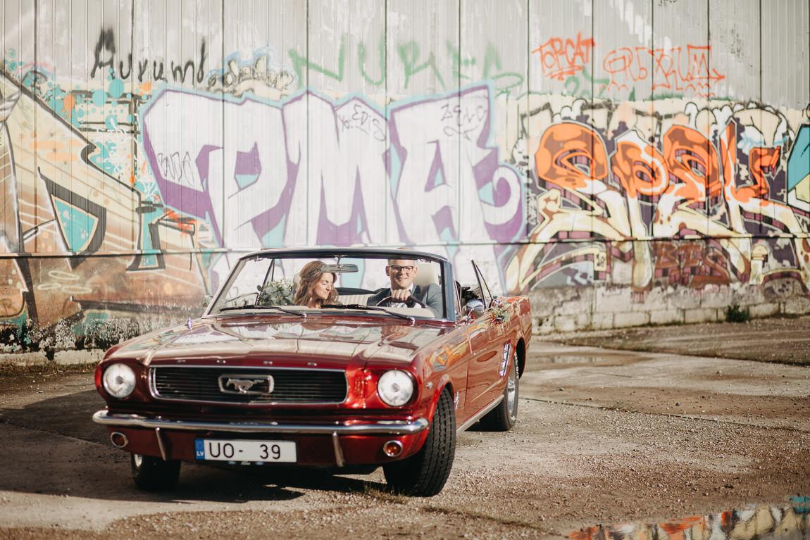 Kāzu Mustangs