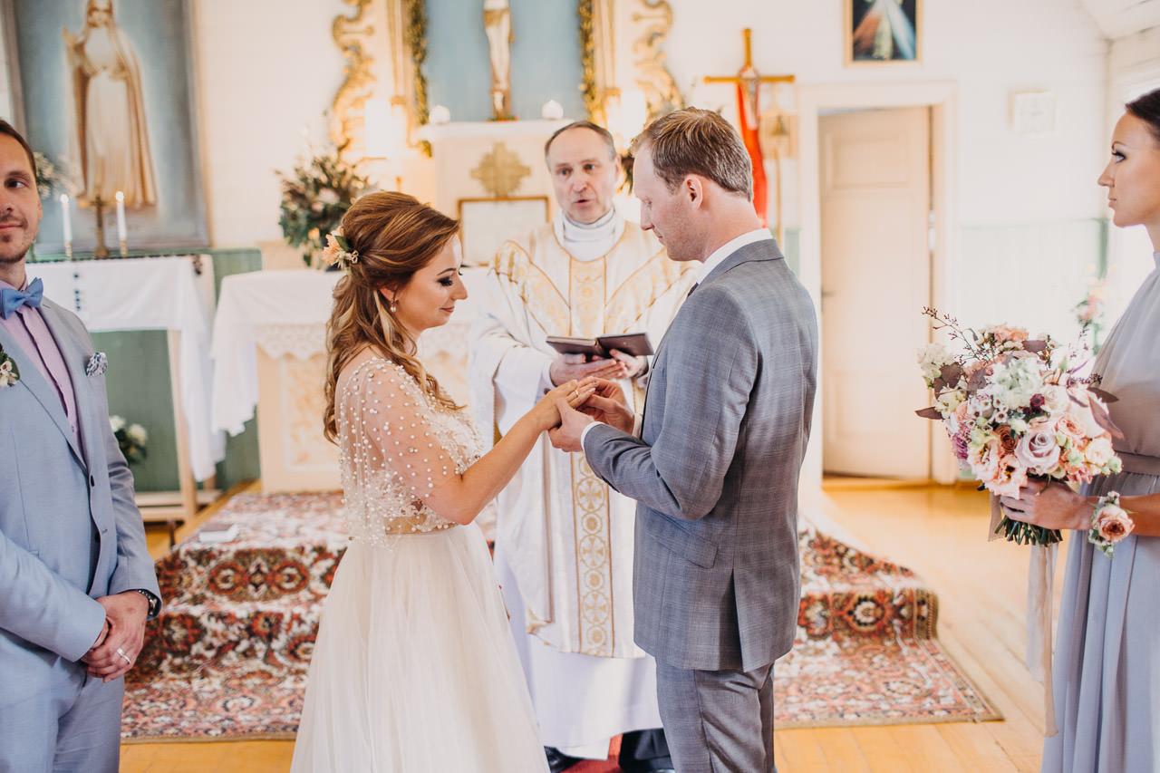 satraukums kāzās