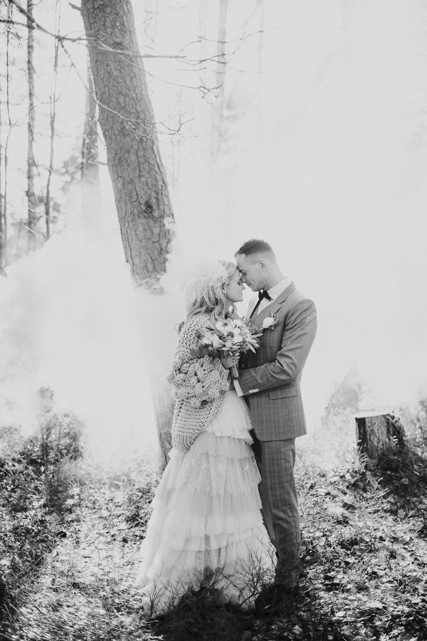Dūmi kāzās