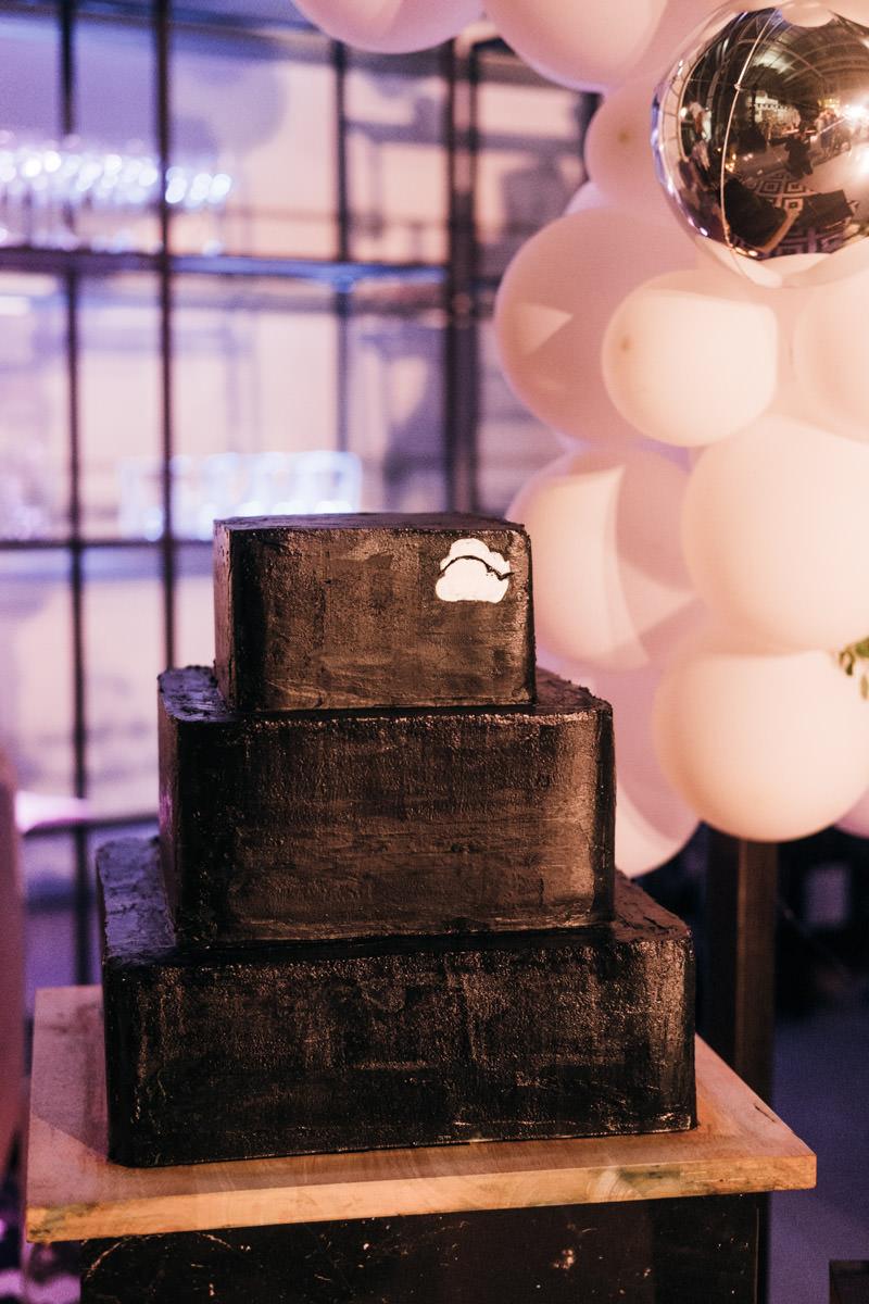 neparasta kāzu kūka