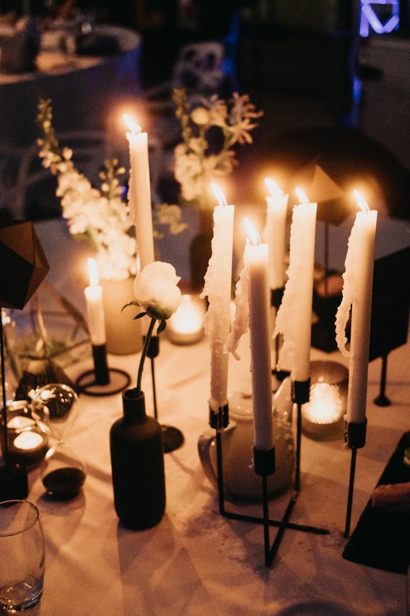 sveces kāzās