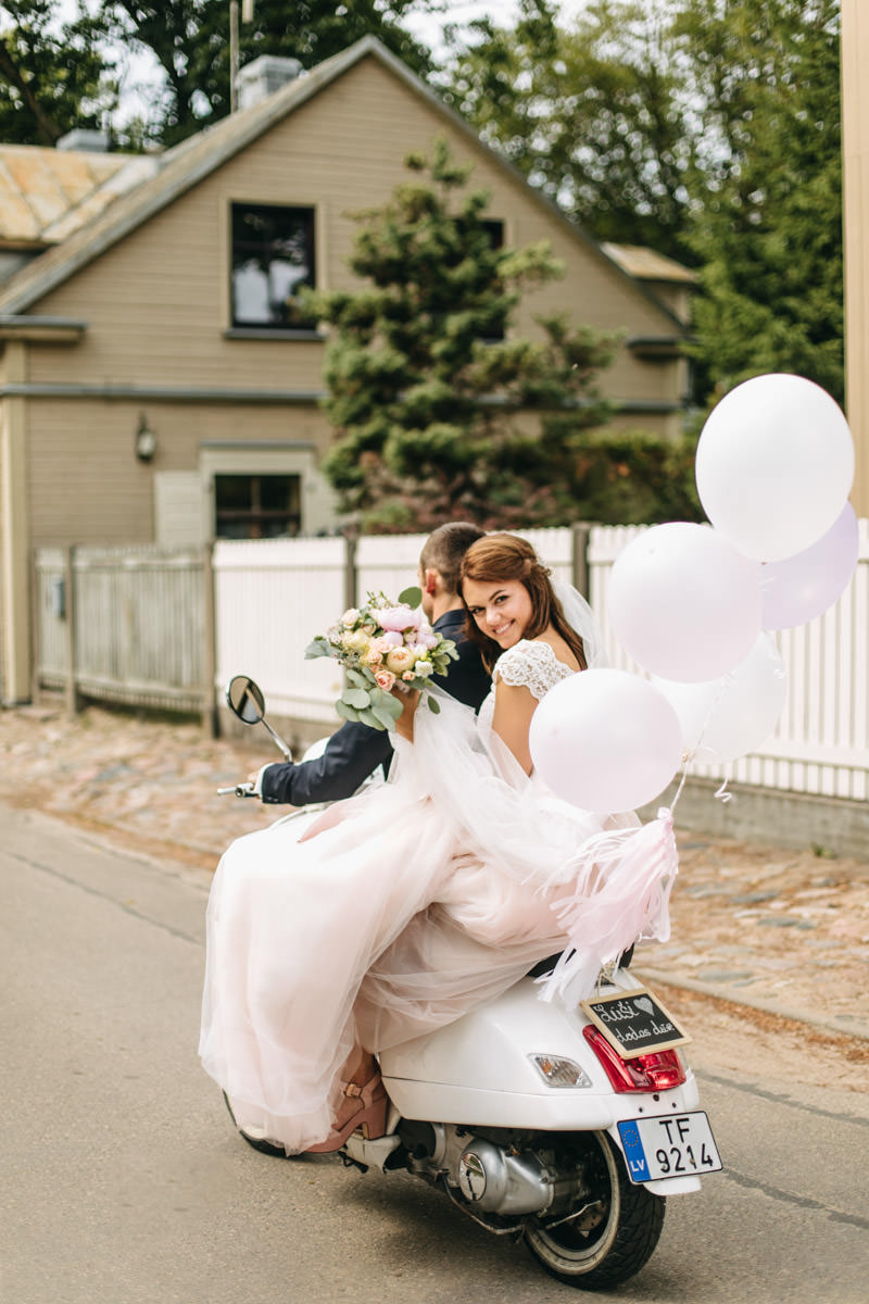 Pārsteigums kāzās Vespa